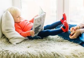 toddler-reading-book-1257105